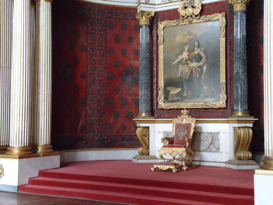 Hermitage Müzesi'nde Çar Petro anısına kurulan Taht Odası
