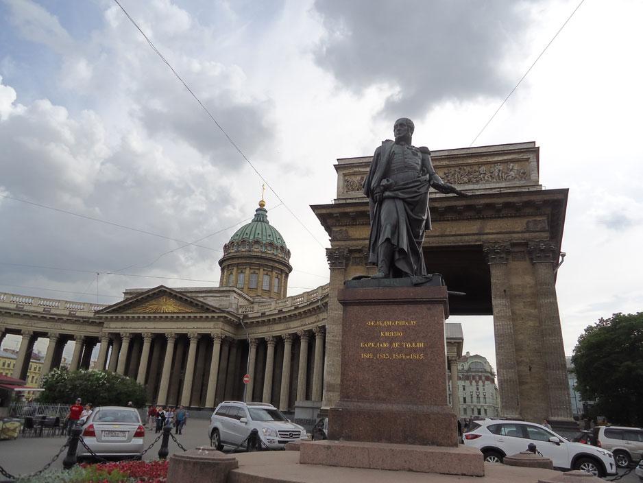 Vatikan'daki Aziz Petrus Bazilikası'na benzetilen Kazan Katedrali