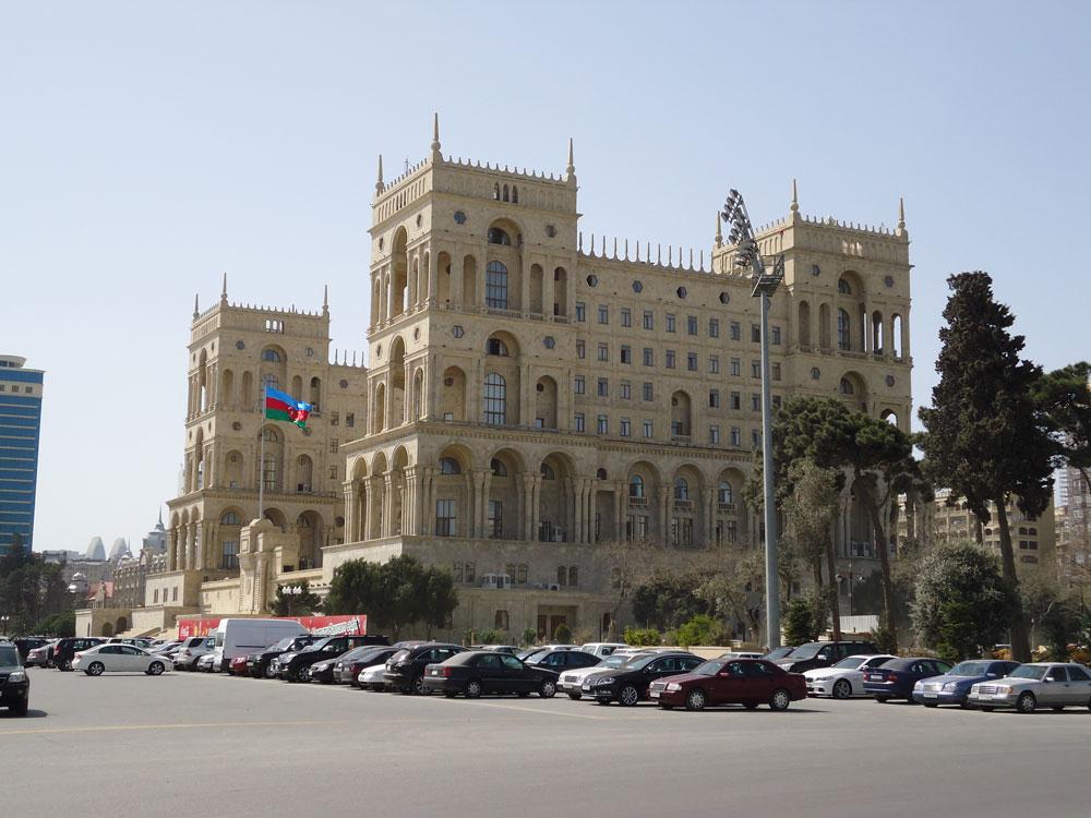 Azadlık Meydanı'na nazır Hükümet Evi