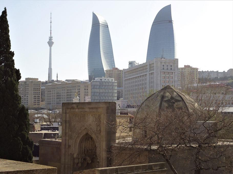 Şirvanşahlar Sarayı ve Alev Kuleleri