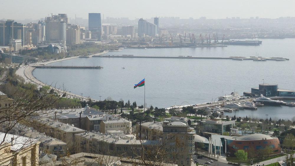 Hazar Denizi'ni kucaklayan şehir Bakü