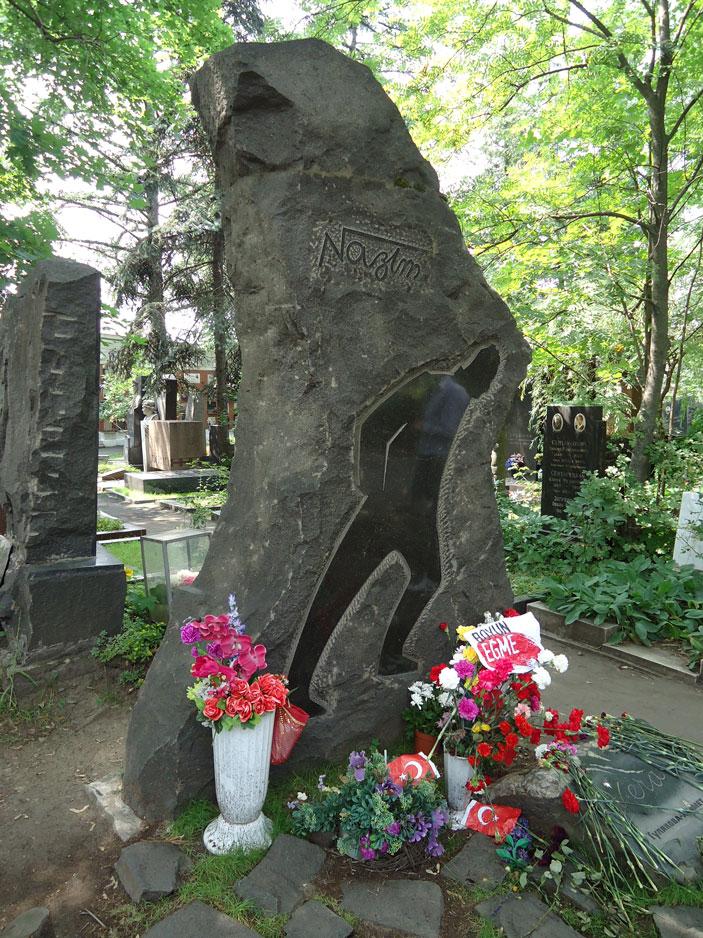 Nazım'ın mezarı