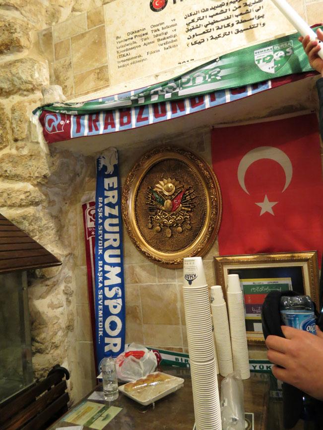 Kadim Kudüs'teki bir dükkanda Türkiye sevgisinin resmi...