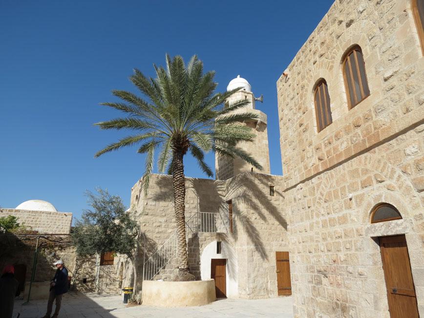 Eriha yakınlarında Müslümanlarca Hz. Musa'nın kabrinin bulunduğuna inanılan Makam-ı Musa adlı mekan. Yahudiler aynı fikirde değil.