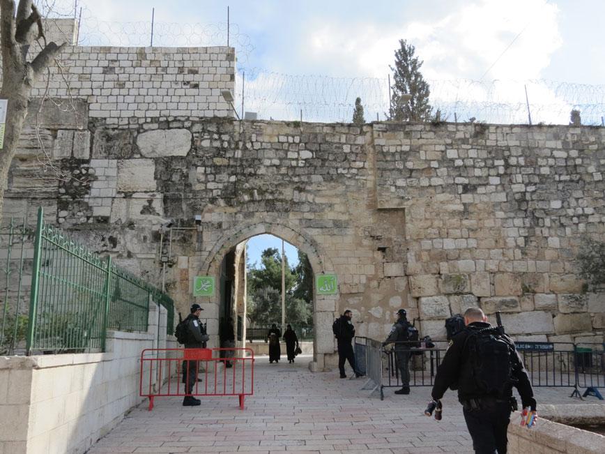 Mescid-i Aksa kapısında İsrail polis kontrolü