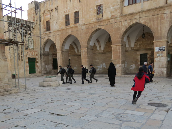 Mescid-i Aksa'da İsrail polis devriyesi
