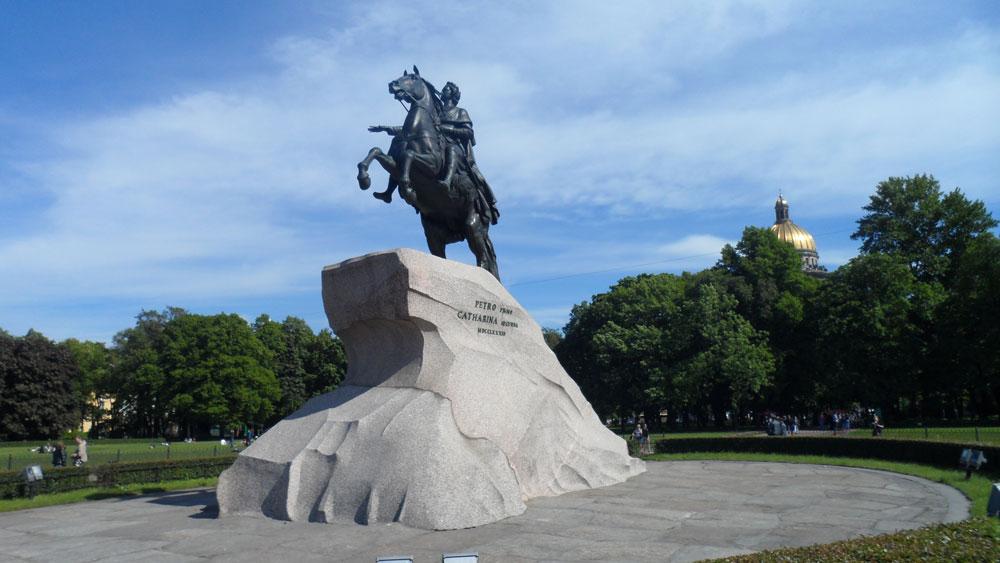 Çar Petro'nun atlı heykeli