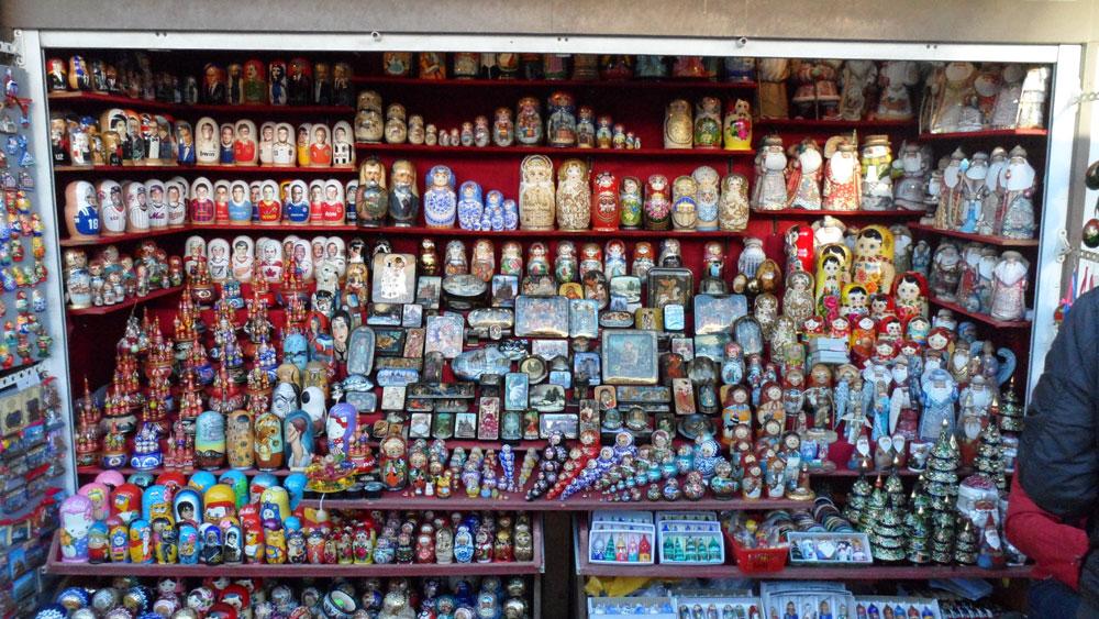 Matruşka'nın anavatanında bir matruşka dükkanı