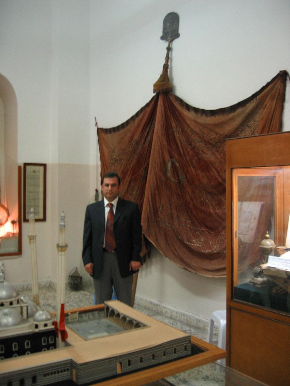 Humus'taki Halid bin Velid Camii'nde muhafaza edilen Osmanlı Sancağı
