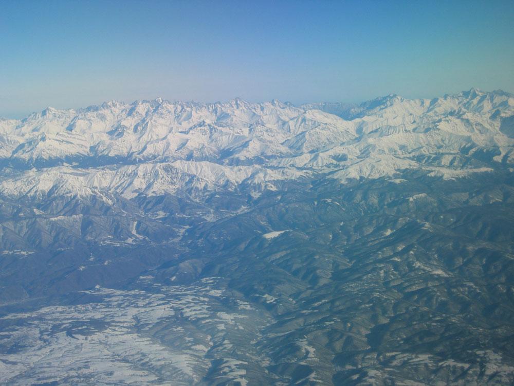 Uçaktan Kafkas Dağları'nın görünümü