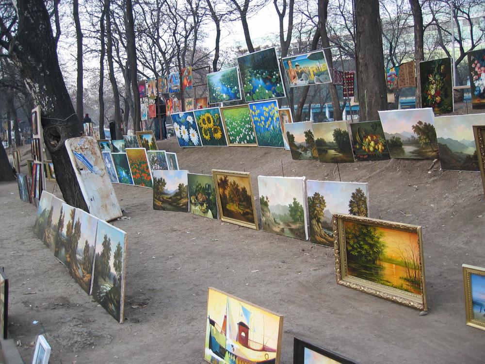 Ressamlar Sokağı'nda sanat eseri tabloları makul fiyatlara almak mümkün