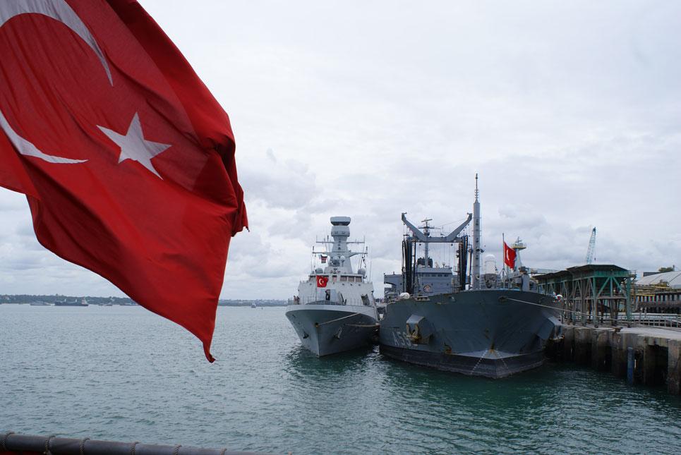 Mombasa Limanı'nda Türk savaş gemileri