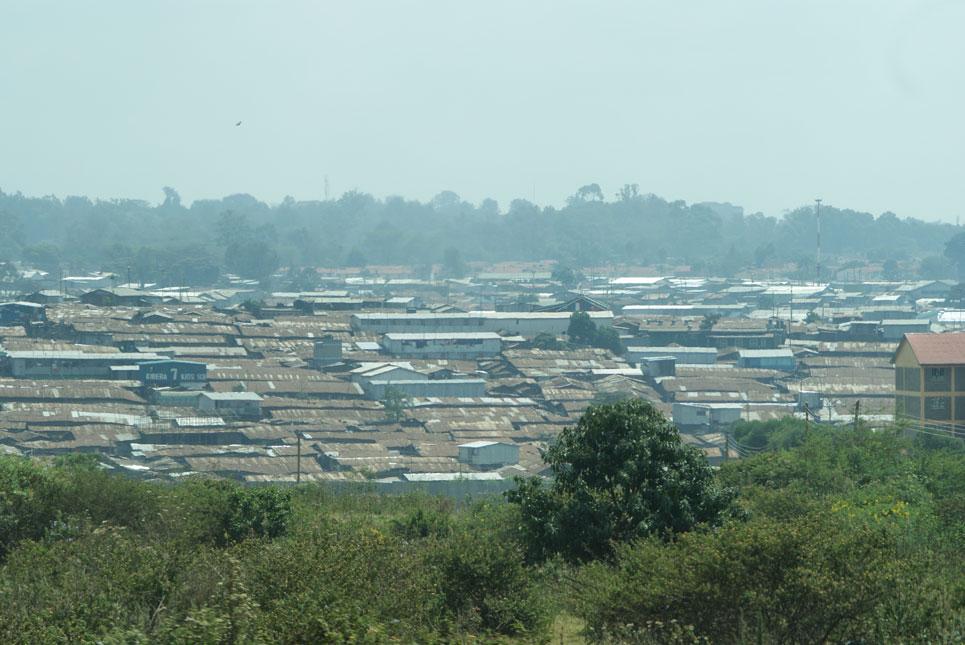 Nairobi'nin varoşlarında teneke kaplı evler