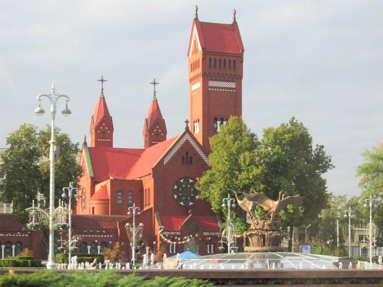 """Aziz Simon ve Helena Kilisesi, """"Kızıl Kilise"""" olarak da anılıyor"""