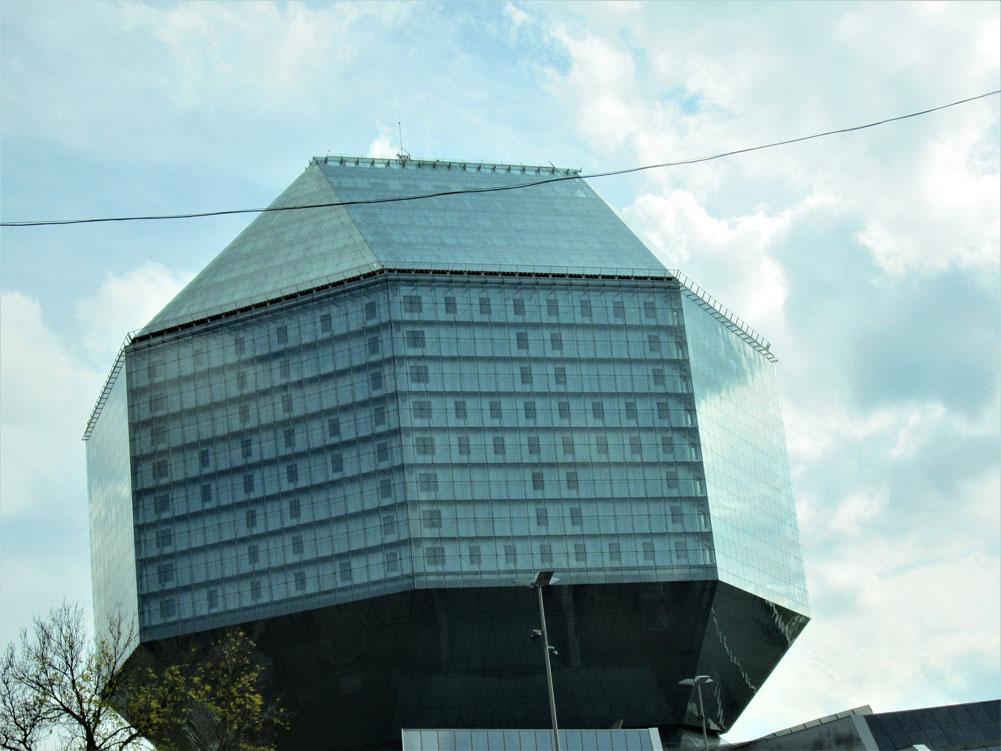 Belarus Milli Kütüphane binası ilginç bir mimariye sahip...