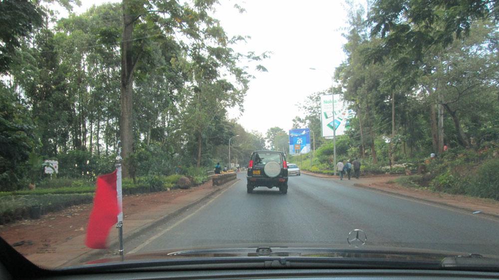 Nairobi caddeleri. Trafik tabii ki soldan akıyor...
