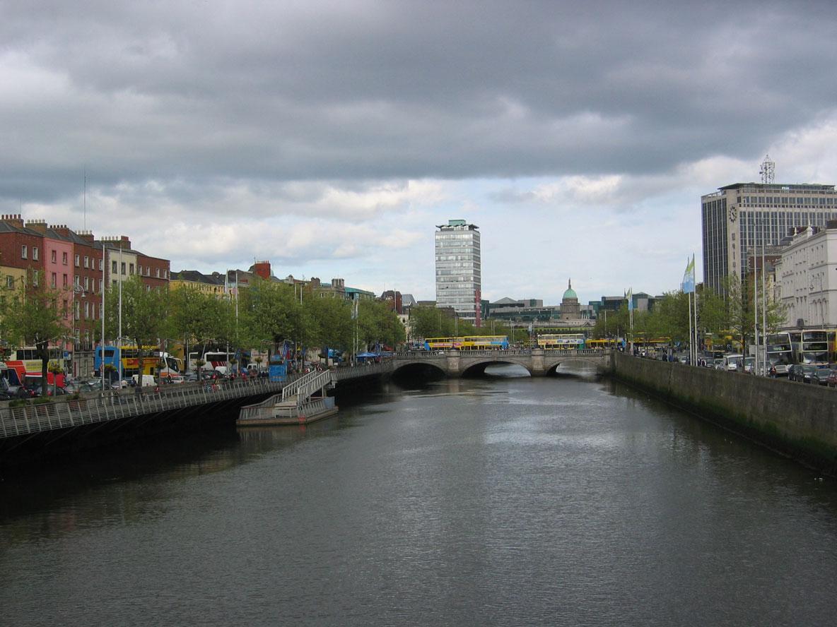 Liffey Nehri Dublin'in içinden akıyor