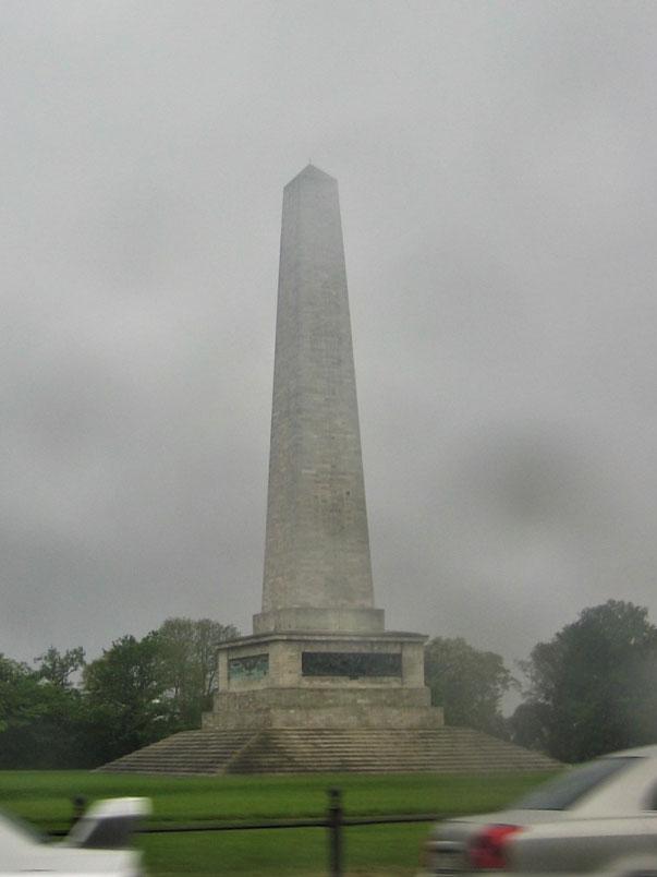 Phoenix Park'ta 62 m yüksekliğindeki Wellington Anıtı