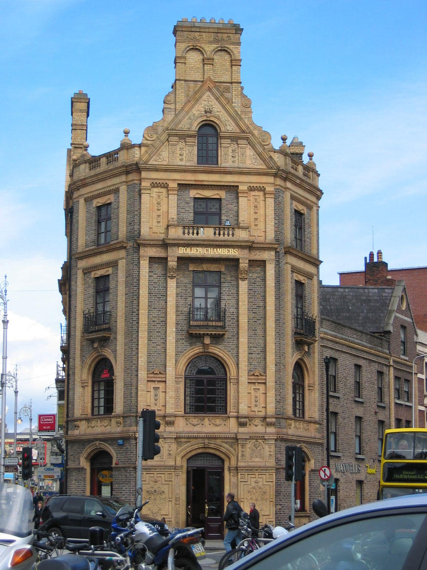 Günümüzde kafe olarak kullanılan tütün şirketine ait tarihi bina