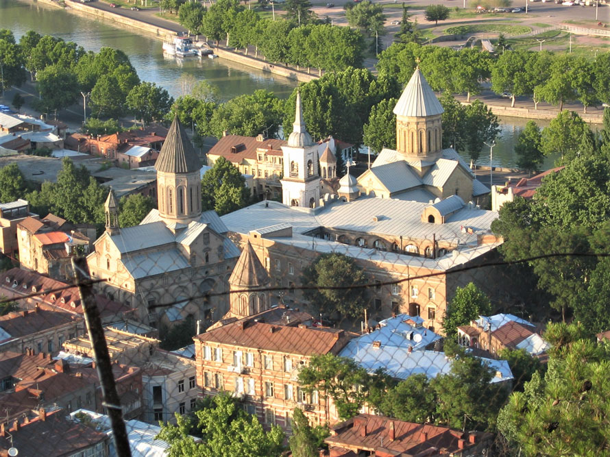 Şehirde çok sayıda kilise bulunuyor