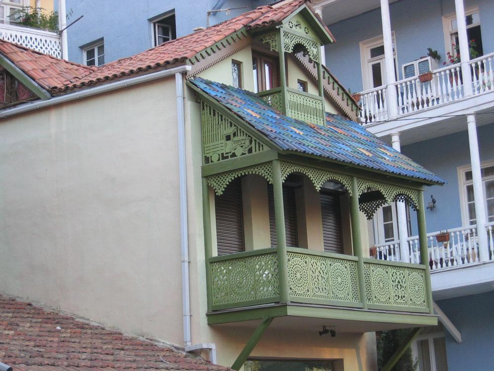 Eski Tiflis'in hoş bir mimarisi var