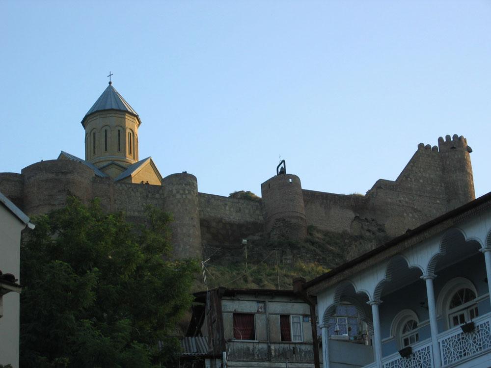 Eski Tiflis'ten Narikala Kalesi'nin görünüşü