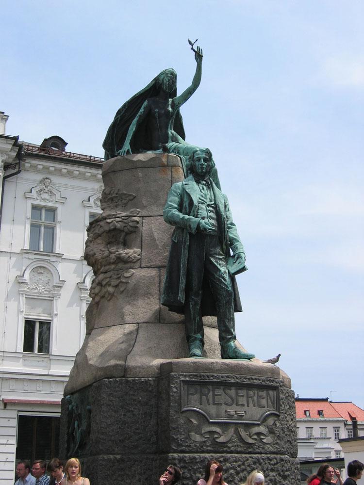 Meşhur milli şair France Prešeren'in heykeli