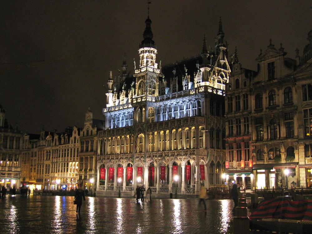 Brüksel'deki Büyük Meydan gece bir başka güzel...