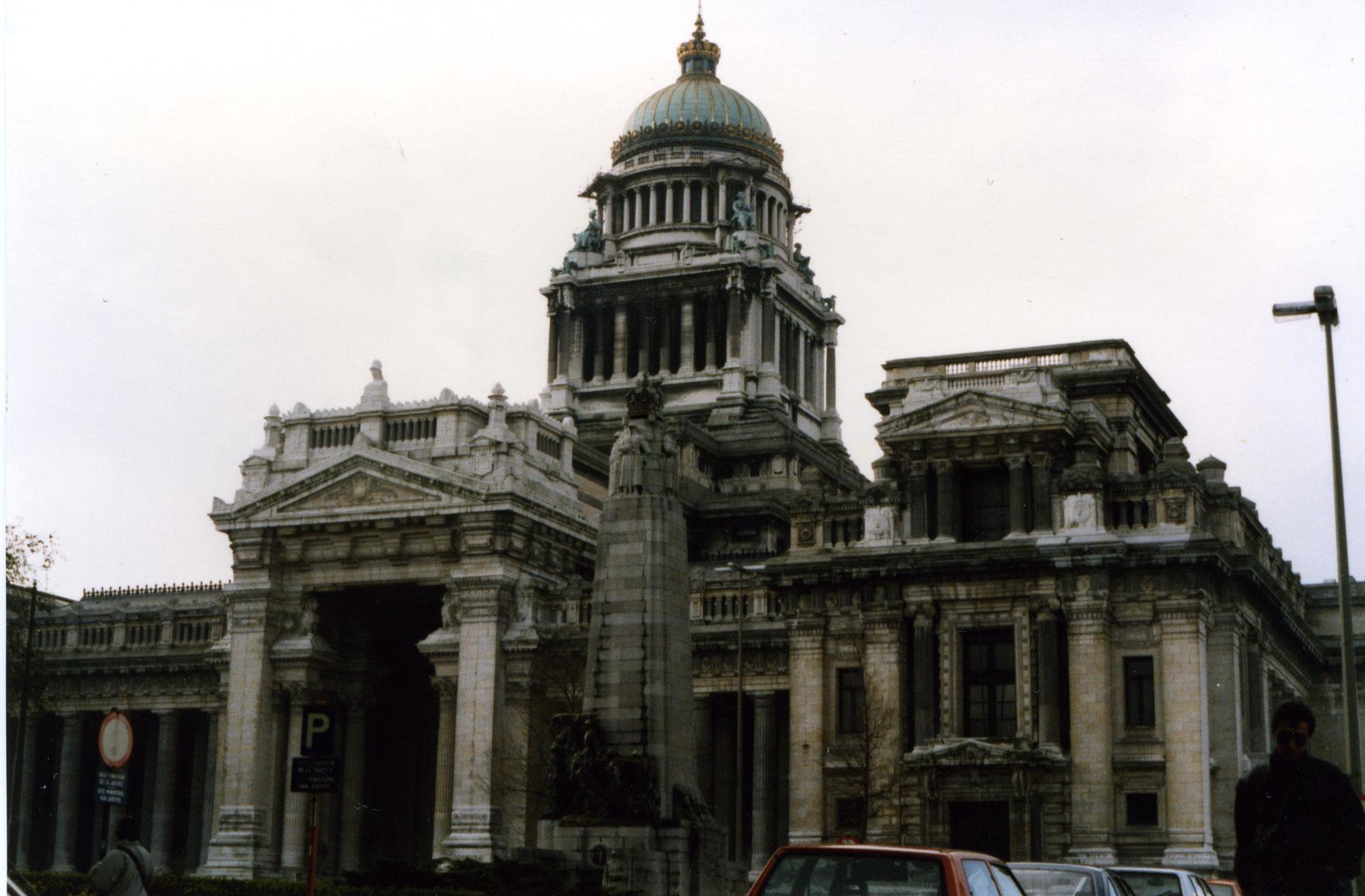 1989'dan yadigâr analog bir resim: Adalet Sarayı'nın ihtişamı bir mesaj mı taşıyor?