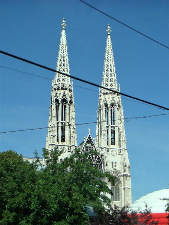 Viyana'da aykırı mimari örneği: Gotik bir kilise