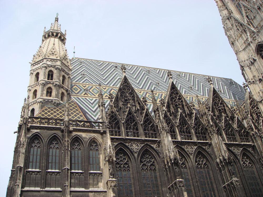 Aziz Stefan Katedrali'nin ilginç çatı süslemeleri