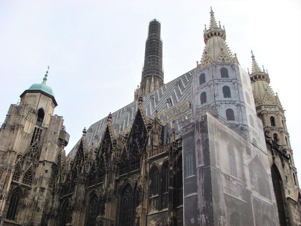 Aziz Stefan Katedrali'nin bazı bölümleri o günlerde tadilatta idi...