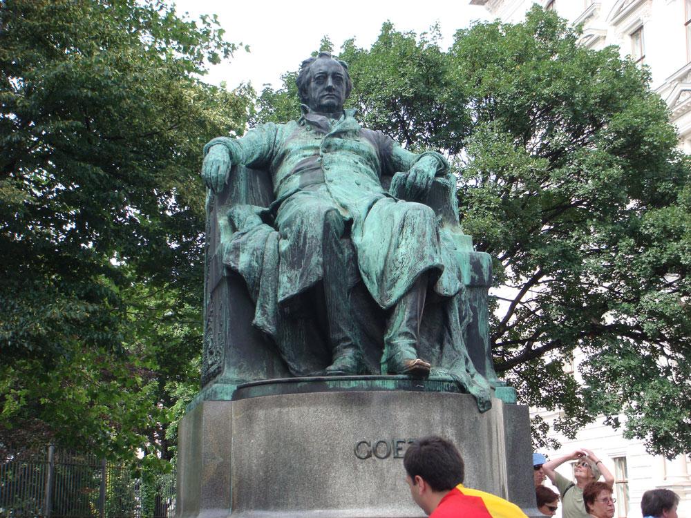 Goethe'nin heykeli