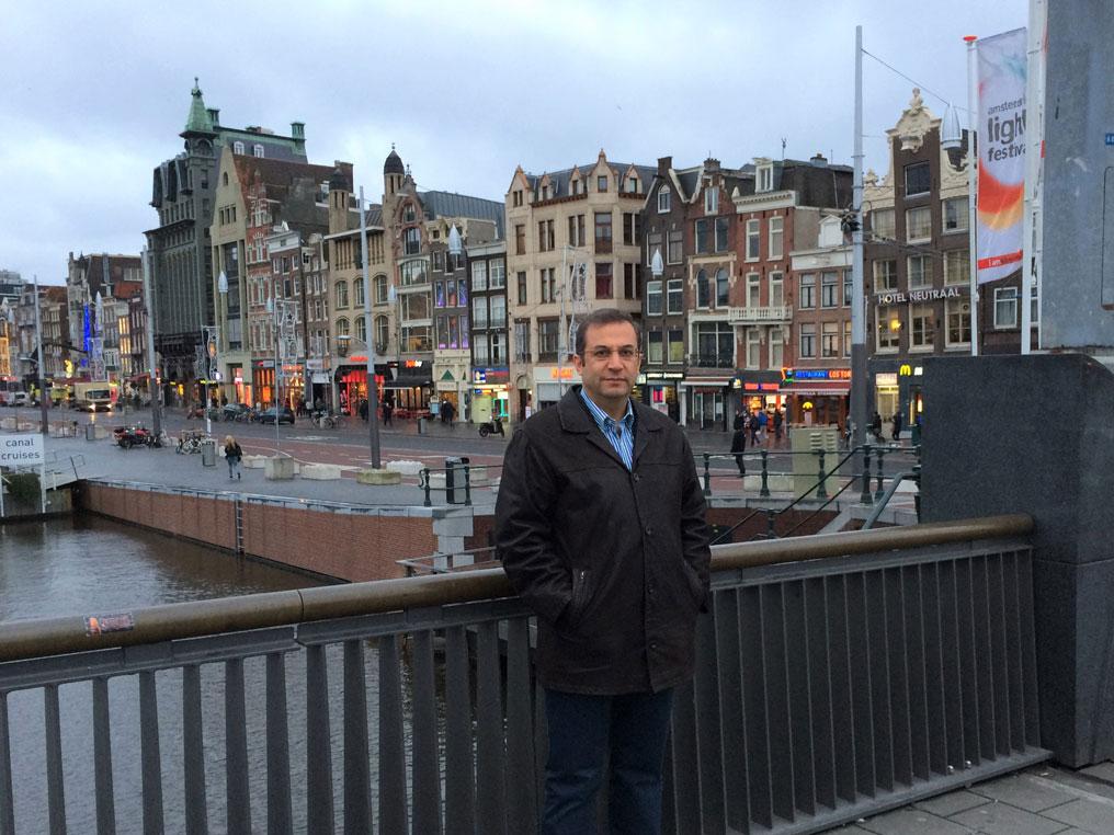 Tipik Amsterdam evleri önünde...