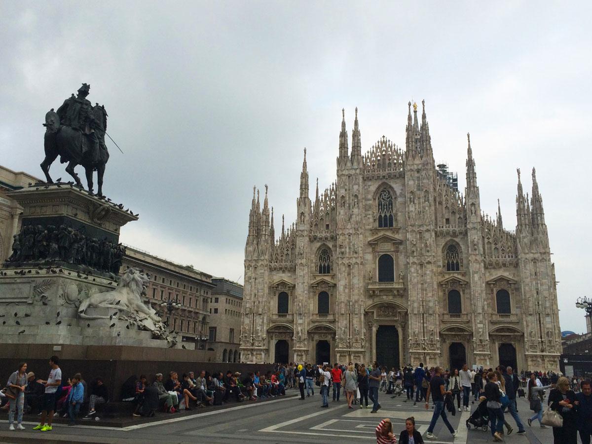 Milano'nun sembolü Milano Katedrali