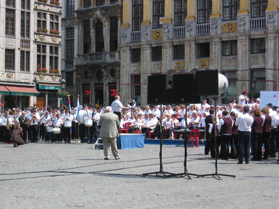Brüksel'in Büyük Meydanı'nda konser zamanı