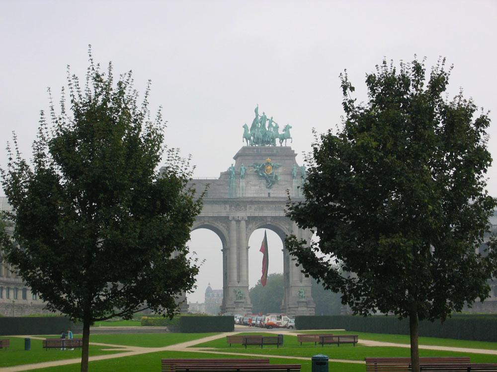 Brüksel'deki en büyük park olan Ellinci Yıl Parkı'ndaki Zafer Takı