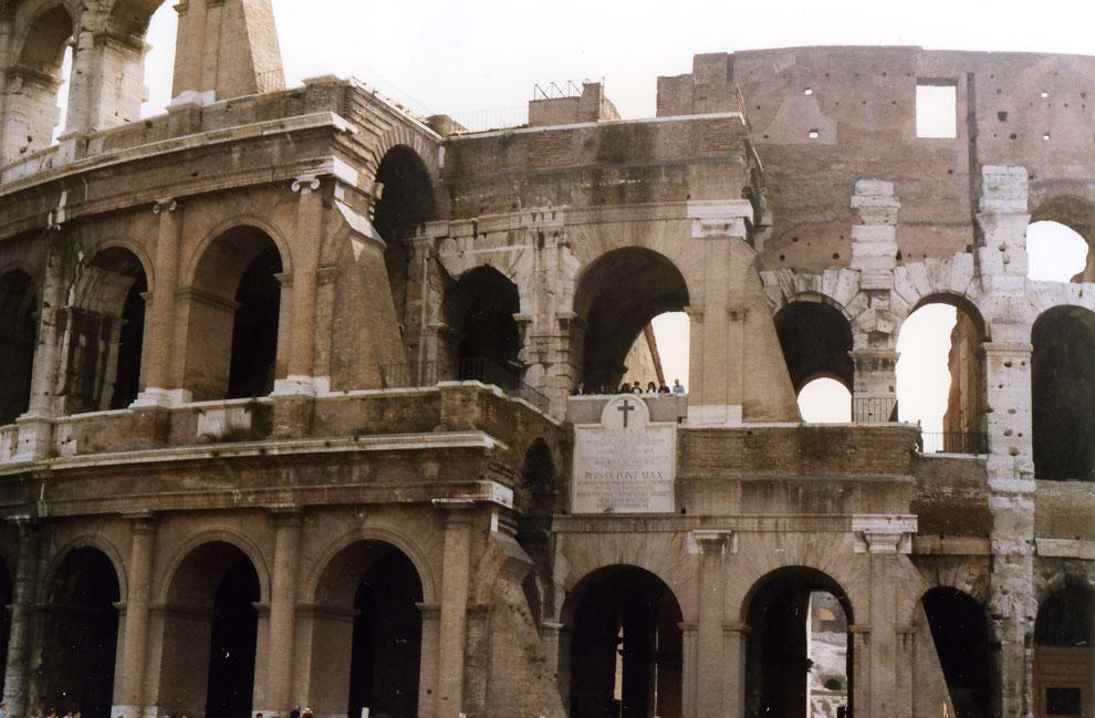Roma Kolezyumu'nun dıştan görünümü