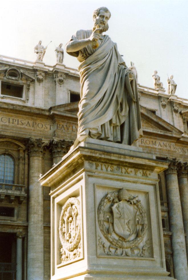 Aziz Petrus Meydanı'nda Papa IX. Pius'un heykeli
