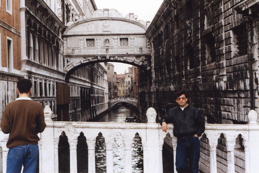 Venedik'in kanala dönüşen sokaklarından biri