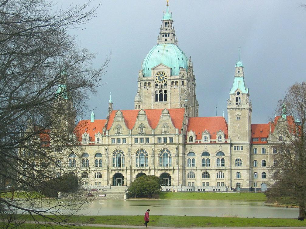 Hannover'in saray görkeminde Belediye binası
