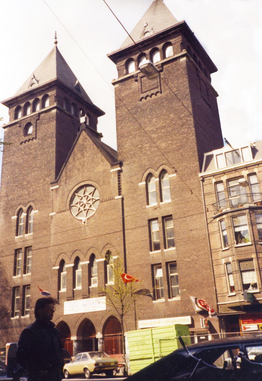 1989'dan bir kare: Kiliseden çevrilen Amsterdam Fatih Camii