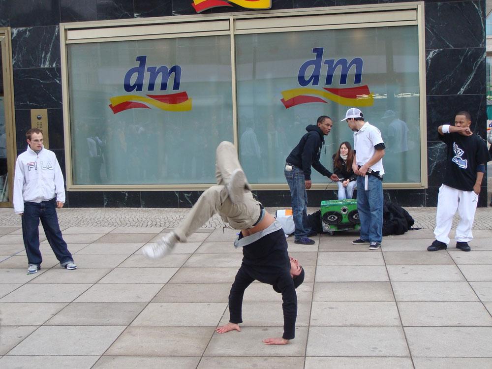 Alexander Meydanı'nda sokak dansı...