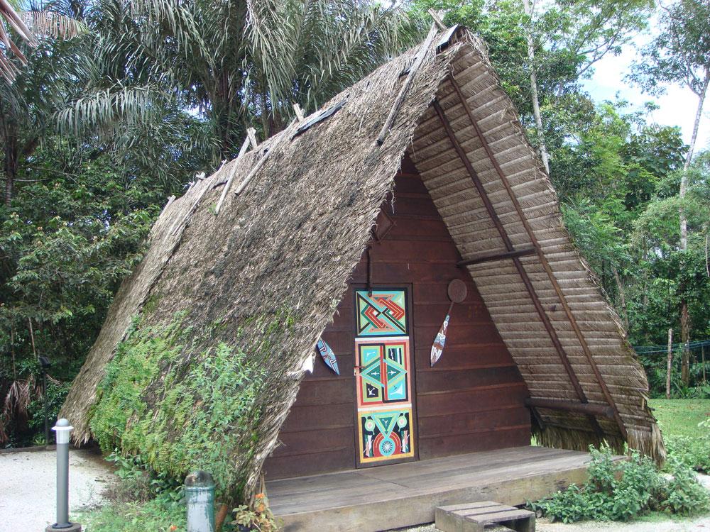 Yerli halkın kullandığı kulübelerin bir örneği