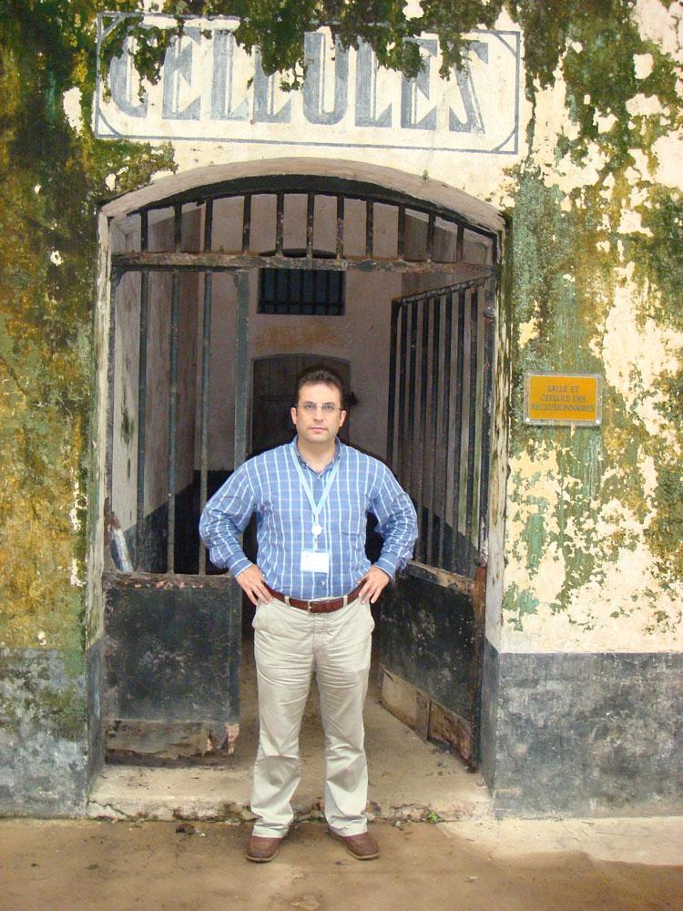 Fransız Guyanası'nın Kraliyet Adası'nda mahkumların konduğu hücrelerin ana girişi