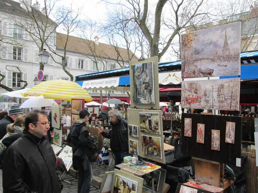 Ressamlar Tepesi'nde ressamlar hem çiziyor, hem de çizdiklerini satıyor