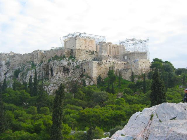 Atina Akropolü'nün şehir merkezinden görünümü