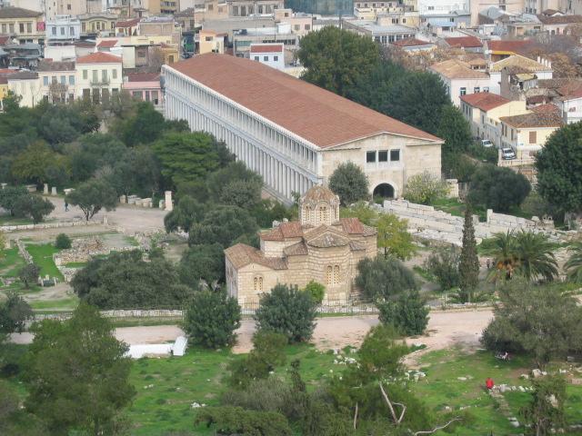 Atina Agorası'nda bulunan Attalos Stoası, yani sütunlu galeri
