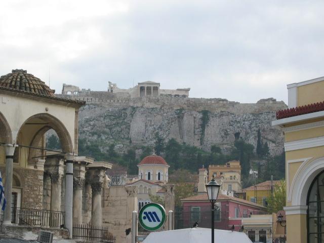 Monastraki Meydanı'ndan Akropol manzarası