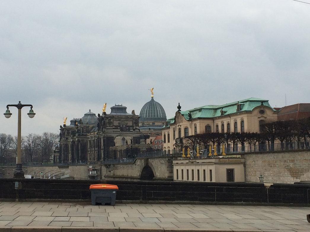 Elbe Nehri kıyısında Dresden'in tarihi mekânları